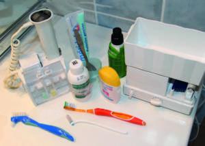 Fig. 4. Gli strumenti indispensabili per il mantenimento della salute parodontale a lungo termine sono, in assoluto, lo spazzolino sonico a movimento verticale e l'idropulsore orale.